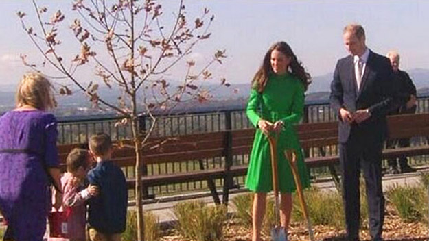 Kate and Wills plant an English oak tree