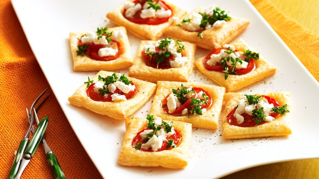 Tomato and goat's cheese tarts