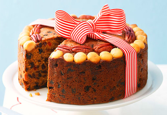 Classic Christmas cakes and puddings