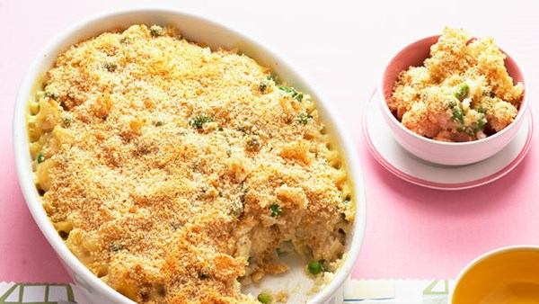 Gluten-free, dairy-free macaroni cheese with peas