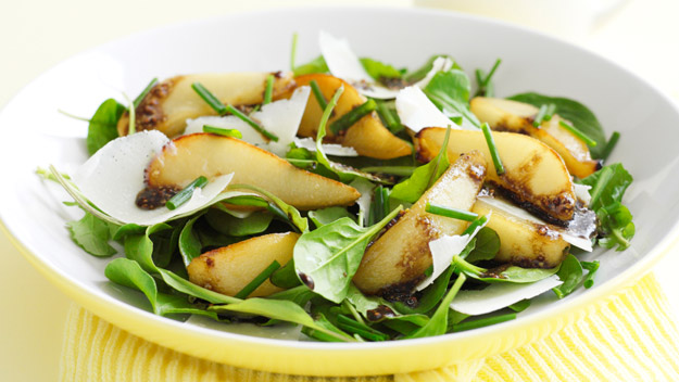 Roasted pear and baby spinach salad recipe | Australian Women's Weekly