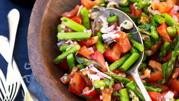 Tomato, asparagus and white anchovy salad