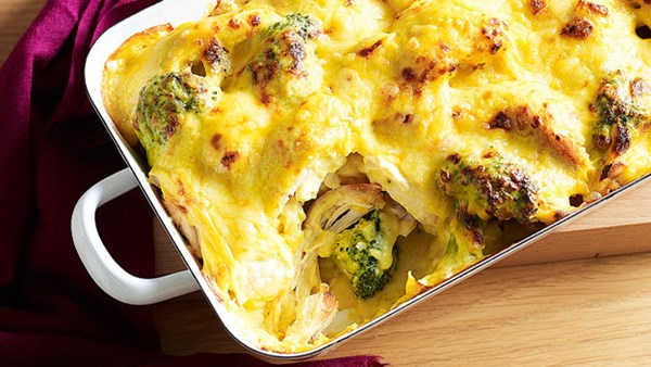 Curried chicken, cauliflower and broccoli bake