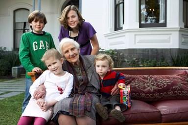 Elisabeth Murdoch dies aged 103