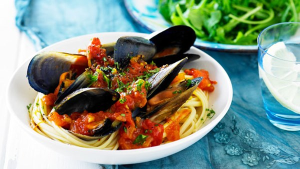 Tomato and saffron mussels