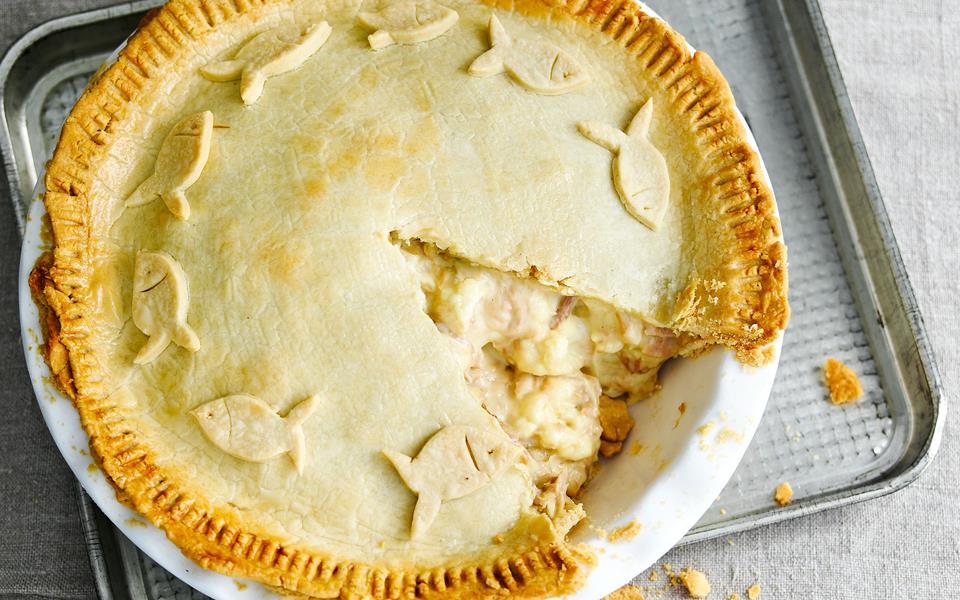 Tuna, cauliflower and cheese pie recipe | Australian Women's Weekly