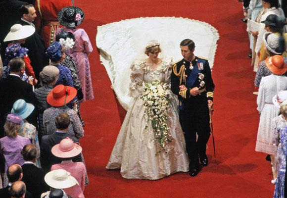 Remembering Princess Diana A Life In Pictures Now To Love