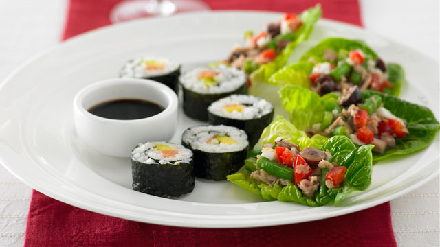 Sushi rolls with smoked salmon and avocado : Woman's Day NZ